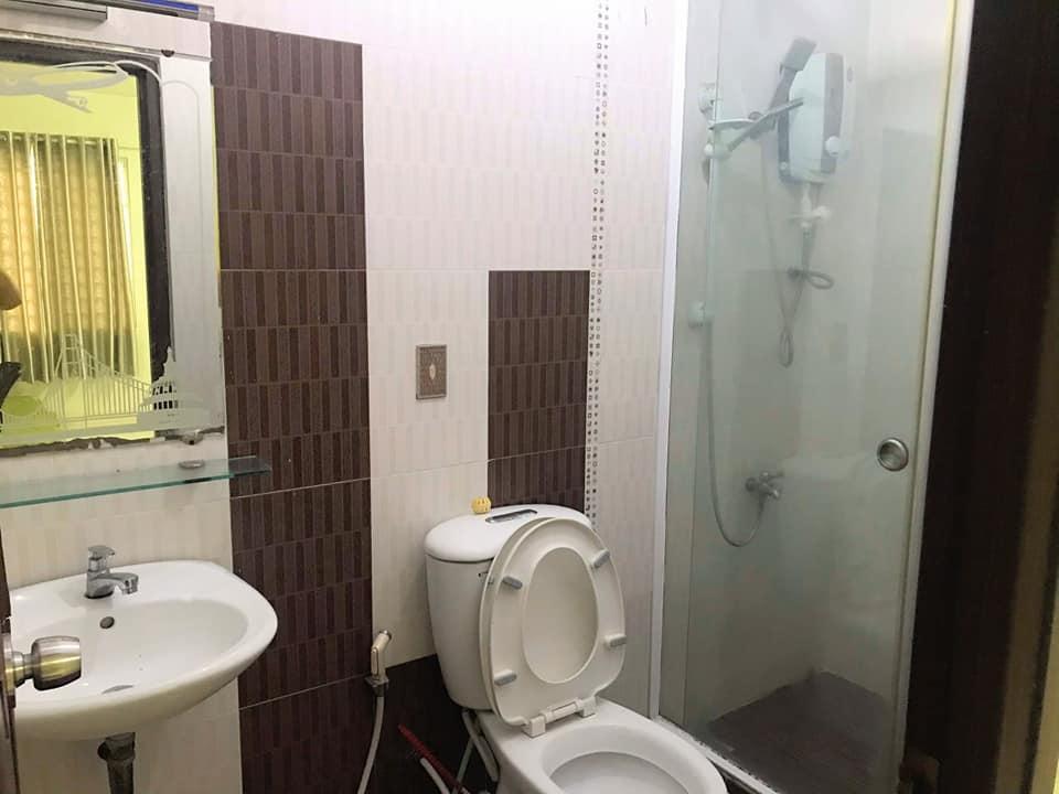 1 trong 3 nhà vệ sinh của căn nhà