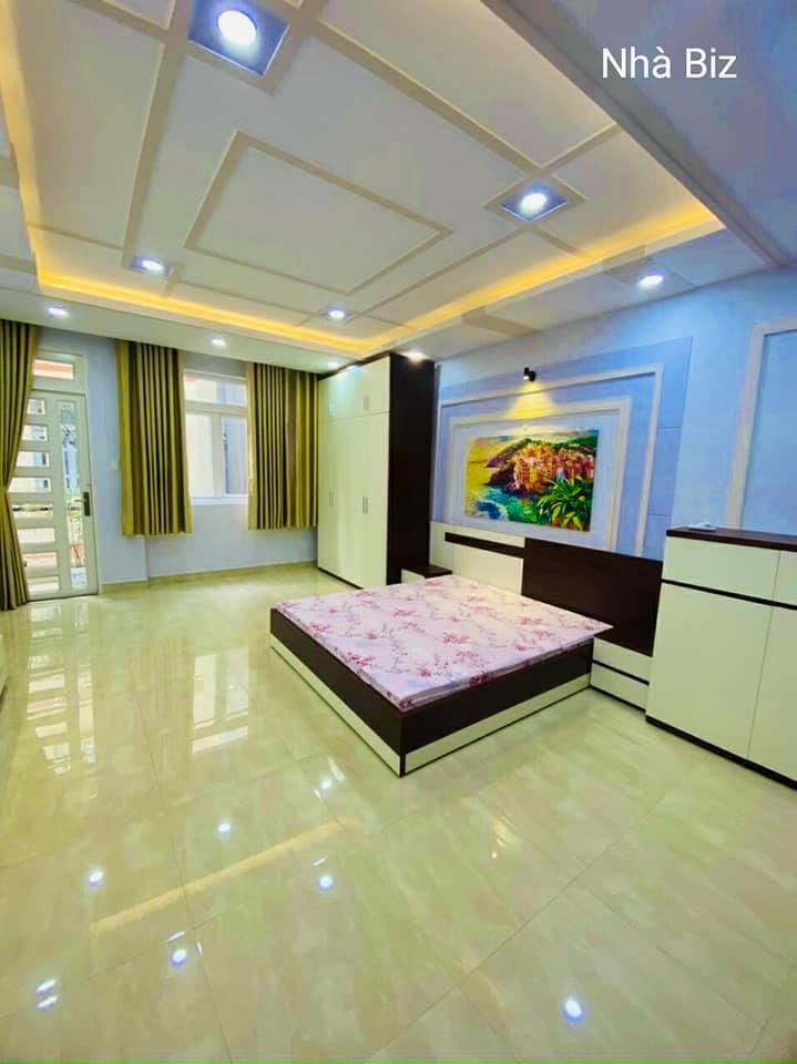 Phòng ngủ rộng, lung linh